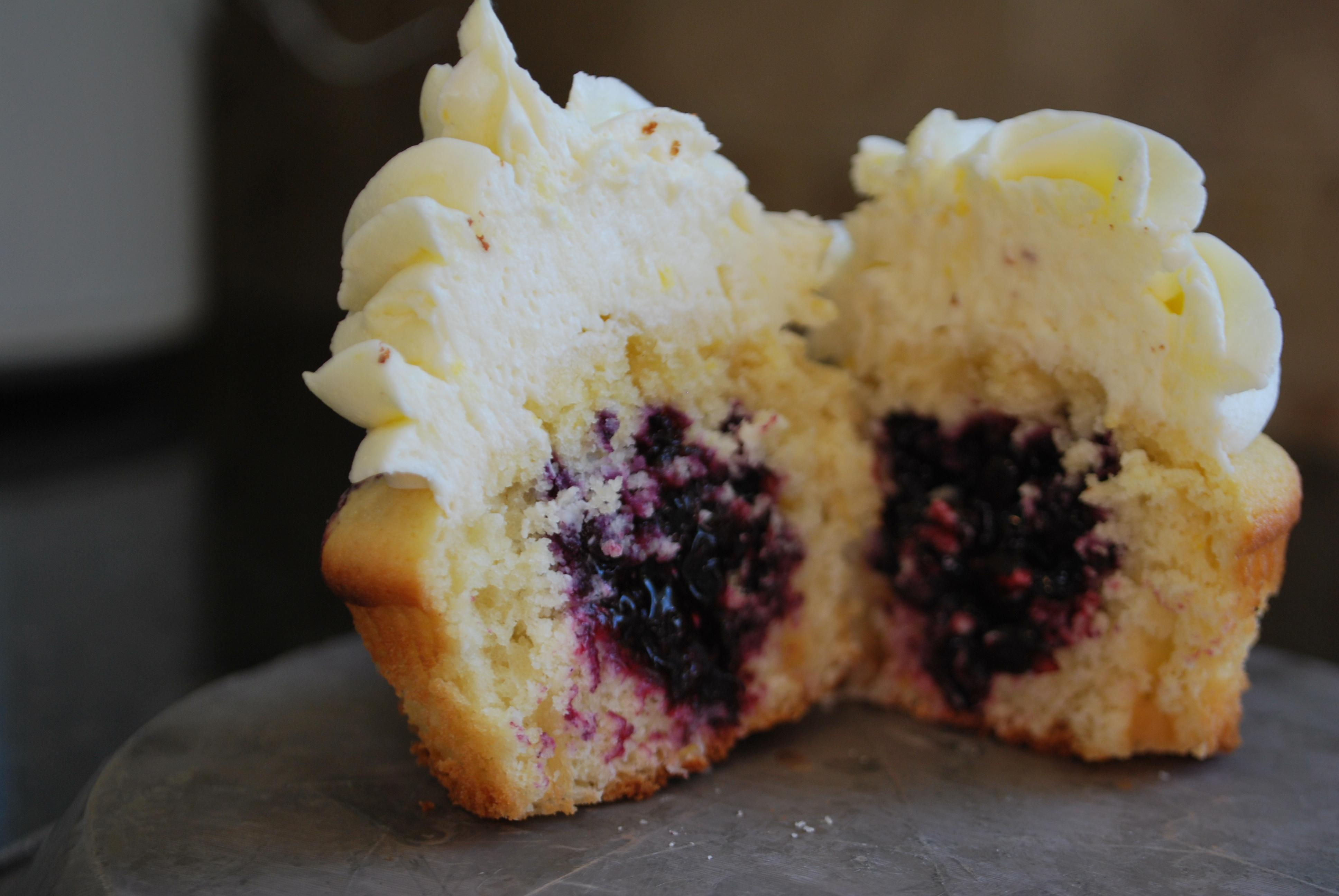 Lemon Cupcakes with Blueberry Pie Filling and Lemon Buttercream | 1/4 ...